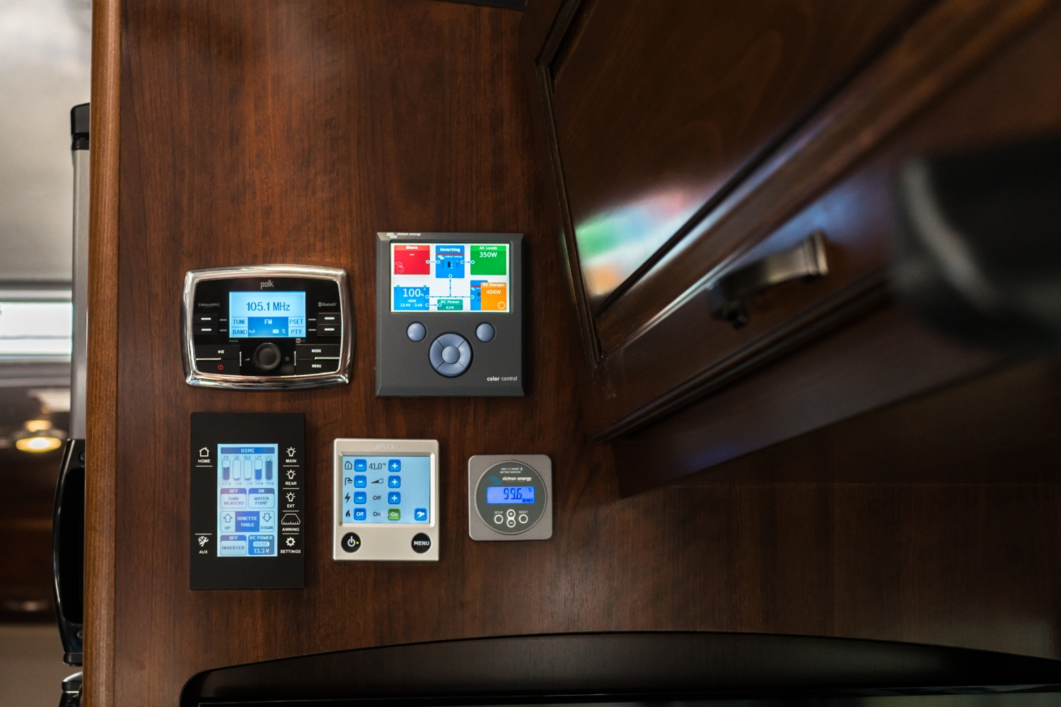 Victron Color Control GX and BMV-712 in our Airstream Classic 30