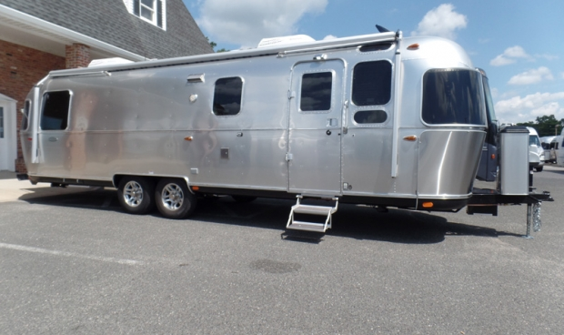 2017 Airstream Classic 30J Queen - Stock# 10944