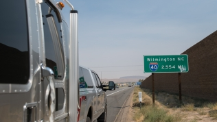 Sign showing the distance to Wilmington, North Carolina at the start of I-40 in Barstow, CA